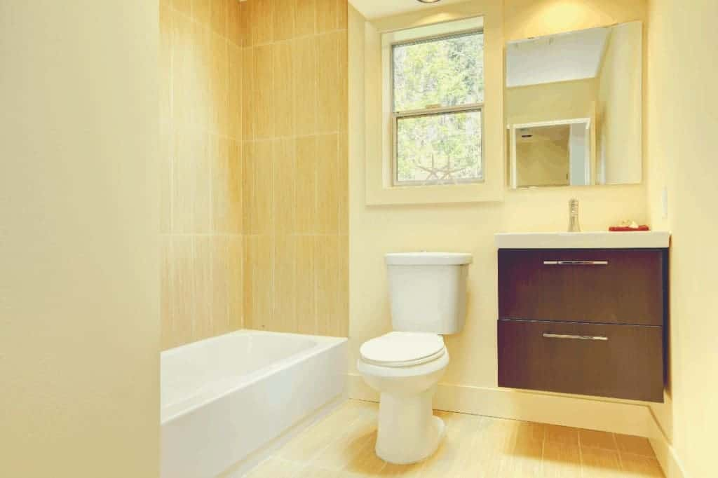 Bathroom With Toilet & Bathtub