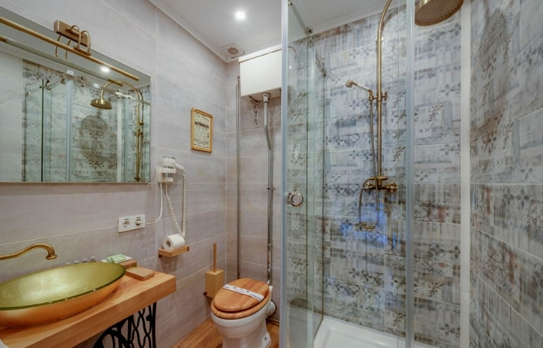 How to Choose a Shower Door for Your Bathroom
